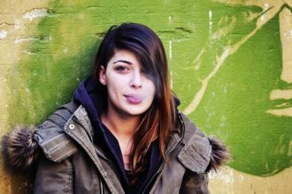 girl-smoking-leaning-on-the-wall-1997026_640-min