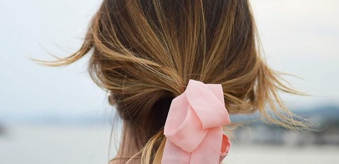 thin hair woman tie pink bow